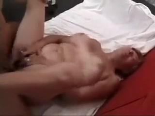 Une mamie de 60 ans bien grosse arouse un jeune type