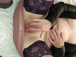 Smoothly-shaven fuckbox massaging love button