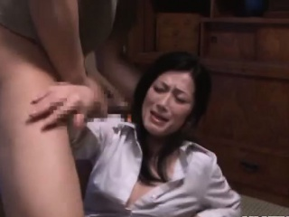 Hot mature gives raw handjob