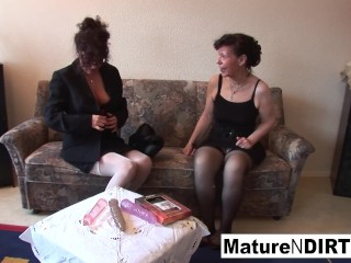 Black-haired grandmothers plumb with veggies and give a oral pleasure