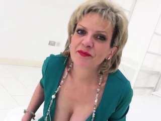 Hotwife english mature girl sonia introduces her massi46KRL