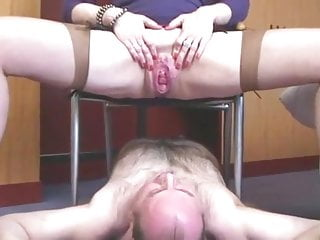 French mature domina urinate on sub