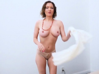 My trendy cougar step-mother astonished me with a blow-job