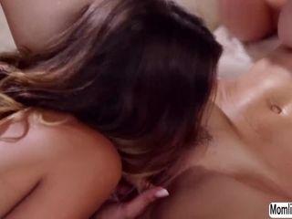 Uma Jolie gets pulverize by her super-pulverizeing-hot step-mom