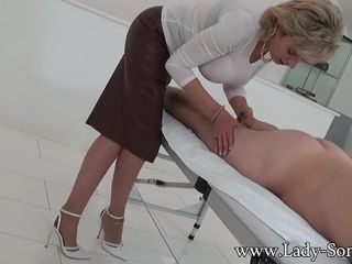 Softcore rubdown and hand job from chick Sonia