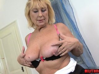 Well-endowed milf mating alongside cumshot