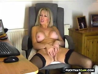 Your mother plays with sizzling puss for me !