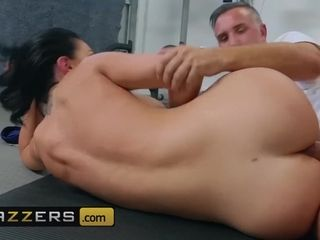 Brazzers - Big tit milf Brooke Beretta gets her thicc ass workout with deep anal