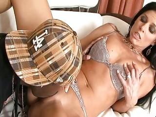 Lucky black dude licking hot pussy India Summer