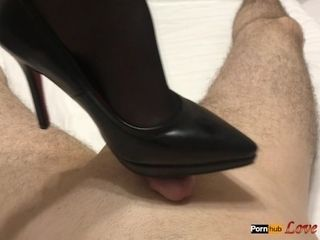High stilettos feet wank - jizm on footwear