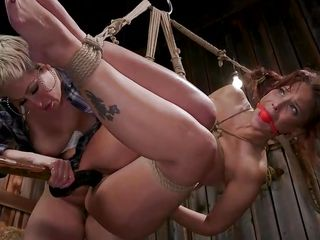 Ryan Keely romps Her lezzie Lover's poon With A belt cock