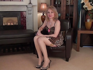 Italian mature teacher masturbates