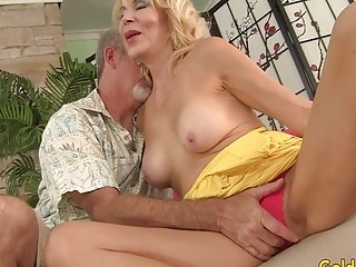 Erica Lauren cunt wielded by gigantic cock