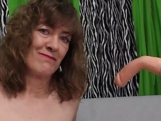 An Orgasmic Machine pounding for sex-positive grandmother honey Morgan