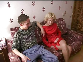 Russian mature mom and a friend of her son! Amateur!