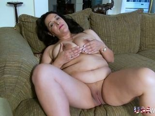 Mature tart with flawless yam-sized titties luvs her inexperienced solo flash