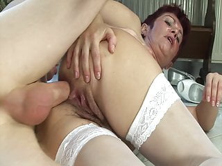 Elder fuckslut needs firm pecker in her butt
