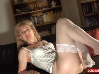 Stellar mature Doris Dawn opens up her gams and flashes her broad gash