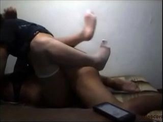 Corno novinho filmando a foda com a namorada gostosa