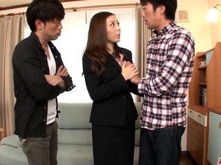 Maki Mizusawa unveils her s - More at Japanesemamas.com