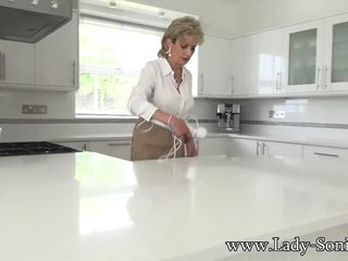 Chick Sonia jerking on the kitchen counter