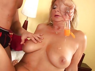 Well-lubed lush moms very first knuckle plow lesson