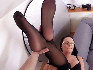 Sumptuous cougar with glasses only leaves stocking while porking firm