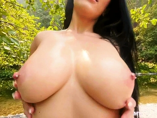 Fucking bigtit gf after she dips in the cold river