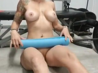 Milf doing naked glute bridges in the gym
