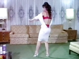 HOUSEWIFE STRIPPERS - antique 60s beauties dance & striptease
