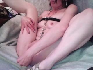hot milf fingering and toying getting herself off to orgasm