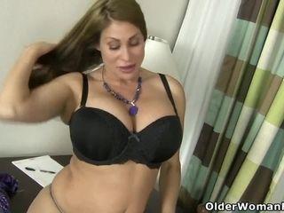 Persuasive milf Jocelyn rubs their way stimulated pussy
