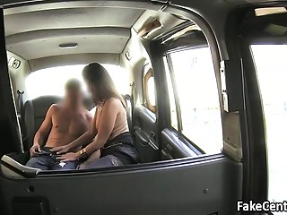 Sticky facial jizz for milf in taxi