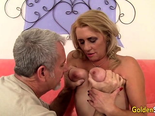 Titillating grown up battle-axe gets kissed with an increment of heart of hearts sucked She gets the brush