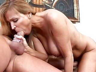 Sweet mommy in a thrilling action