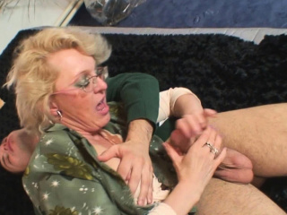 Warm four-eyed granny stretches gams for him