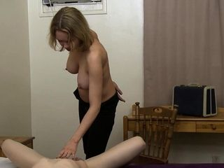 Cougar facesits girly-girl hotel attendant