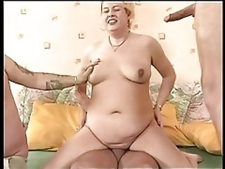 Alte Blonde wird gefickt