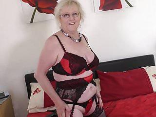 Age-old British grandma at hand uncompromisingly vitalized vagina