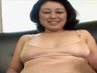 Chinese cougar luvs an oily rubdown and finger-tickling