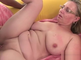 Senior mature enjoy blow-job and xxx tearing up