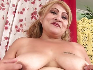 Elder Latina plus-size Rosa Diez Fervidly milks Using Her lovemaking playthings