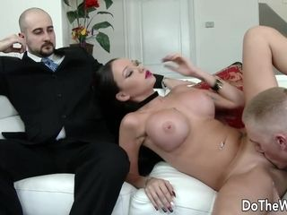 Enormous culo wifey Raven Bay Puts on a crazy orgy showcase for Her cheating hubby