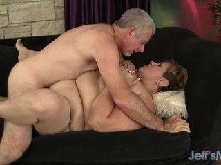 Glamorous Mature plumper Bonita Latina Gets mischievous with an elder dude