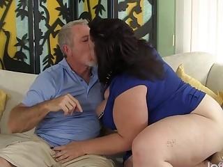 Big titted mature BBW Lady Lynn gets her pussy dri
