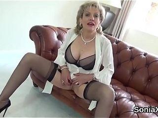 Unfaithful uk cougar gill ellis demonstrates her giant fun bags