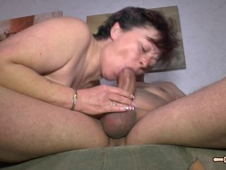 Hausfrau Ficken - Chubby amateur German granny enjoys hardcore sex and cum on tits