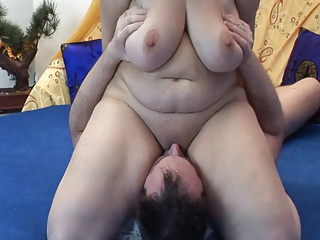 BBW mom face sitting hubby.