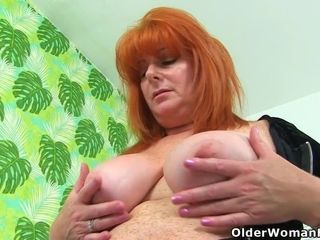 Ginger-haired cougar Ginger Tiger playthings her freckled fanny