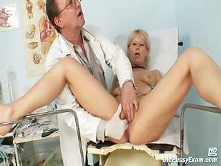Mature Romana gynochair pussy speculum examination by gyno